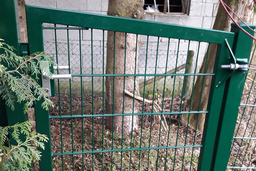 Zaun mit Eingangstor