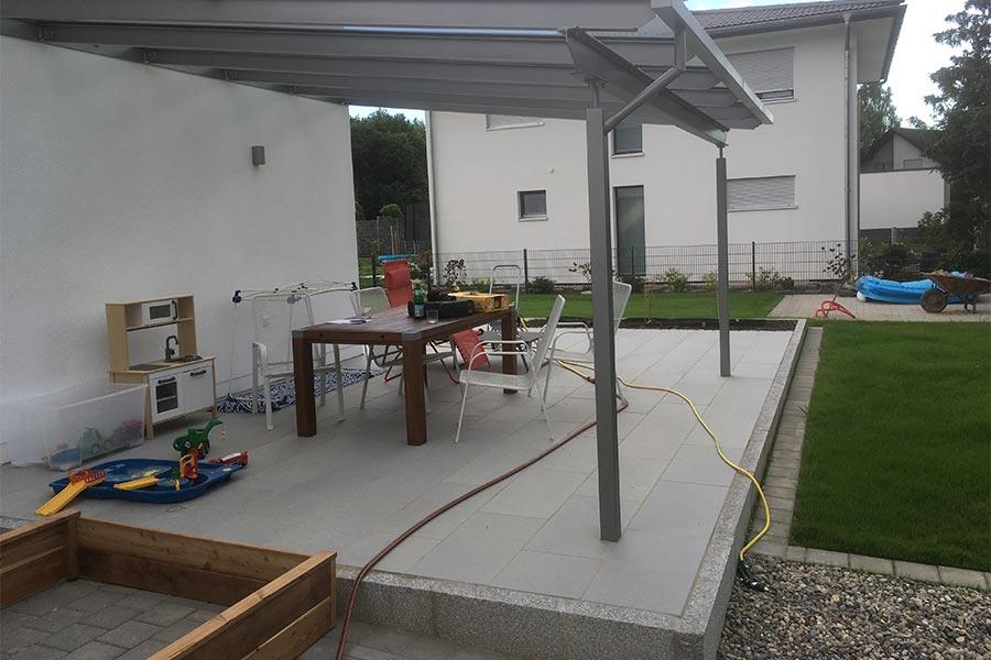 Terrasse mit Überdachung von Kutter Gartengestaltung